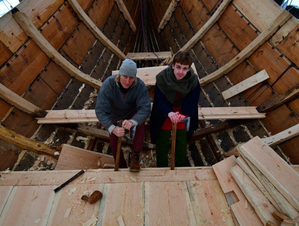 Rolf Krogh Sørensen og Håvard Mogan Enerud har startet arbeidet med å samle og utdanne mannskapet til Saga Farmann