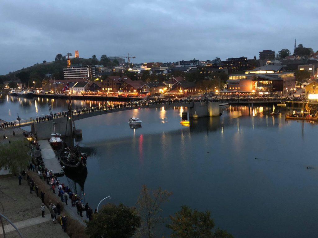 Litt av folkemengden som samlet seg for å se sjøsettingen av Saga Farmann. Foto: Anders Gundersen